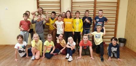 Uczniowe młodszych klas pożegnali lato